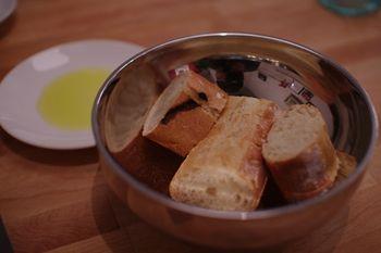 横浜元町のフレンチ「ブラッスリーアルティザン」のパン