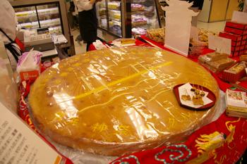 横浜・神奈川グルメフェスティバルの巨大月餅