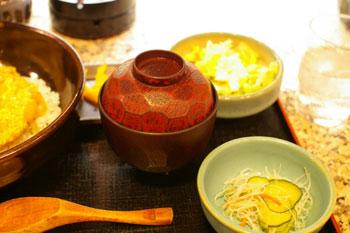 キュービックプラザ新横浜の「焼鳥倶楽部」の味噌汁