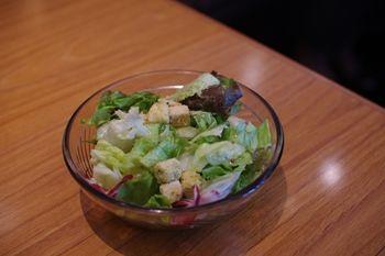 横浜関内にあるイタリアン「ピッツェリア リアナ」のサラダ