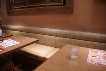 横浜みなとみらいにあるインド料理のお店「カザーナ」の店内