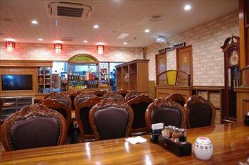 新横浜にある中華料理店「天府餃子城」の店内