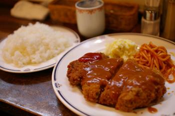 横浜元町にある洋食屋「洋食の美松」のメンチカツレツ