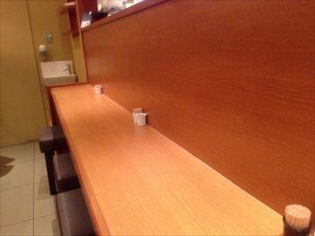 横浜みなとみらいにある親子丼のお店「鶏三和」の店内