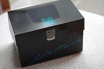 CAIL横浜にあるブルーカカオのロールケーキの箱