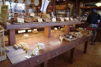 横浜港南台にあるパン屋「トントンビゴ」の店内