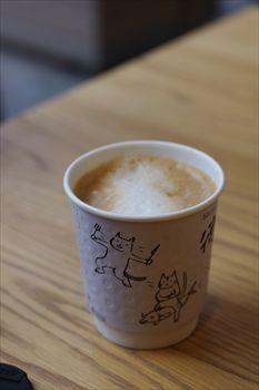 横浜センター北にあるパン屋「ベッカライ徳多朗」のカフェラテ