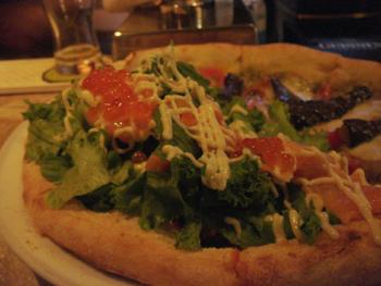 イタリアンレストラン「Freshness Land Fruits」のピザ