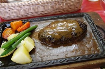 横浜桜木町にある洋食店「グリル・ラクレット」のハンバーグ