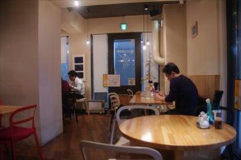 横浜センター南にある中華麺のお店「ウミガメ食堂」の店内