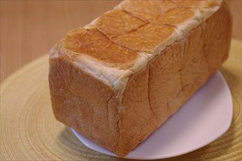横浜菊名にある食パン専門店「考えた人すごいわ」のパン