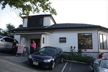 葉山にあるパン屋「ハヤマ ブレッド クラブ」の外観