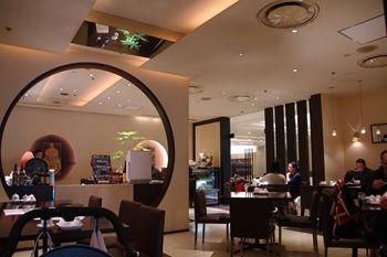 新横浜にある中華料理屋さん「EURO CHINA ミンミン」の店内