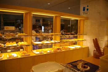 新横浜プリンスホテルのデリのお店「シェパティシェ」の店内