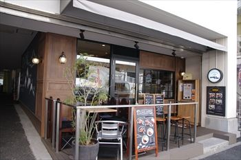 横浜元町にあるスープカレー専門店「アルペンジロー」の外観