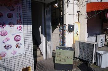 横浜白楽にあるカフェ「ル・ミトロン カフェ」の入り口