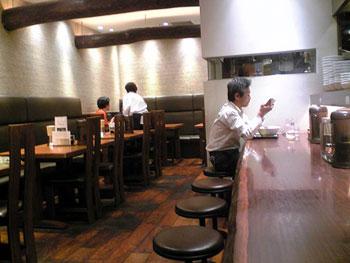 新横浜にあるラーメン店「「らーめん 点心 鐵匠」」の店内