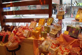 横浜鶴見のケーキショップ「パティスリー・ラプラス」の店内