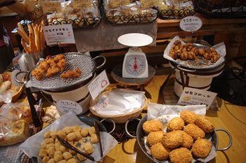 横浜あざみ野にあるパン屋「もあ 四季彩館」の店内