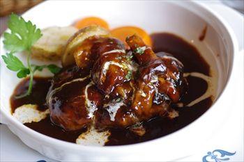 横浜山手にある洋食レストンラ「ロシュ」のビーフシチューハンバーグ