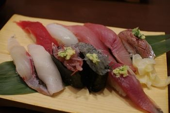 新横浜にあるお寿司屋さん「沼津魚がし鮨」のお寿司
