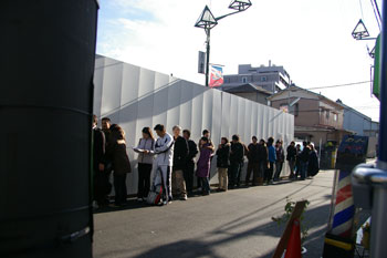 東急東横線白楽駅近くにあるつけ麺屋「仁鍛」の行列