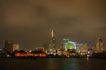 横浜大さん橋から見た夜景