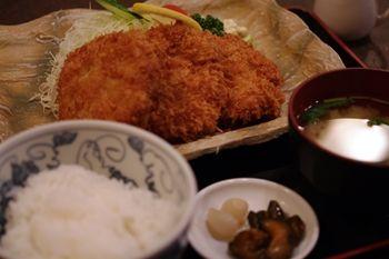 横浜東神奈川にあるとんかつ屋「せんのき」のランチ