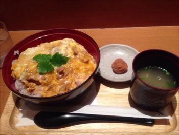 横浜みなとみらいにある親子丼のお店「鶏三和」の親子丼
