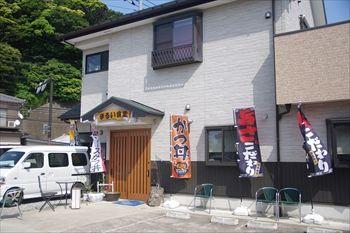 神奈川県三浦市にある食堂「まるい食堂」の外観