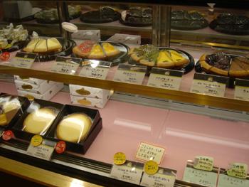 ガトーよこはま 横浜ワールドポーターズ店のショーケース