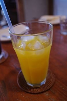 西横浜にあるカフェ「夏至茶屋」のマンゴージュース