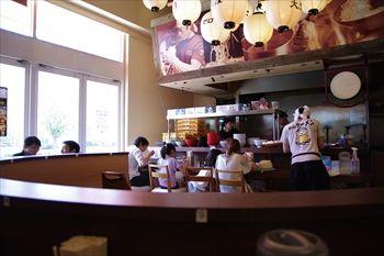 横浜みなとみらいのラーメン店「大ふく屋」の店内
