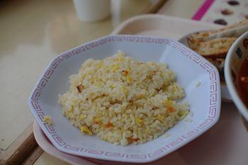 新羽イオンのフードコートの中華料理店「海鮮餃子」の炒飯