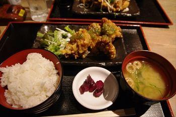 新横浜にある居酒屋「とりいちず」のランチ