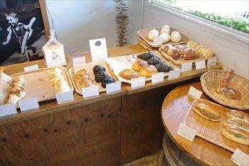 横浜みなとみらいにあるパン屋「横浜ロータス」の店内
