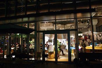 横浜みなとみらいにあるカフェ「キャンプコーヒー」の外観