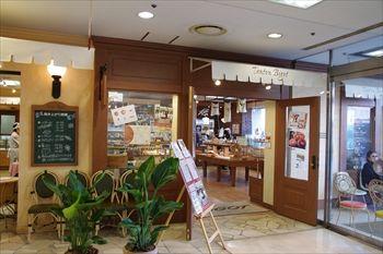 横浜港南台にあるパン屋「トントンビゴ」の外観