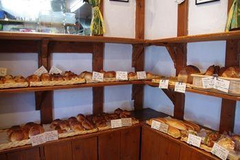 横浜金沢文庫にあるパン屋さん「ペペルル」の店内