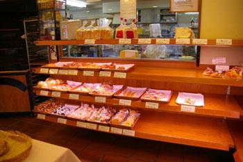 横浜東白楽にあるパン屋さん「ローゼンボア」の店内