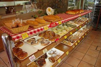横浜鴨居にあるパン屋「エッセン(ESSEN)」の店内