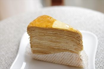 横浜北山田にあるケーキショップ「YUJI AJIKI」のミルクレープ