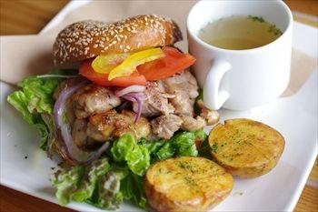 津久井浜にあるベーカリーカフェレストラン「Wao」のランチ