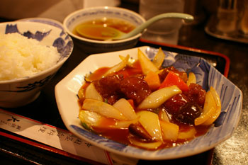 横浜相鉄ジョイナスの中国屋台料理のお店「大龍」の酢豚