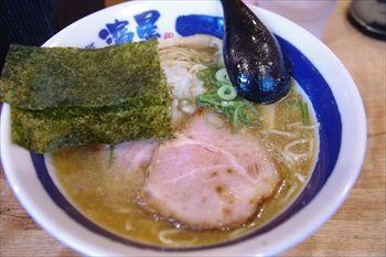 横浜関内にあるラーメン店「濃厚煮干しそば 麺匠 濱星」のラーメン
