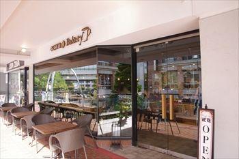 横浜元町にあるベーカリーカフェ「エコモベーカリー」の外観