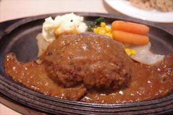 横浜桜木町にあるカフェ「ミートカフェ オジマ」のランチ