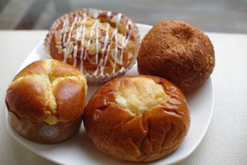 横浜元町にある老舗パン屋さん「ウチキパン」のパン