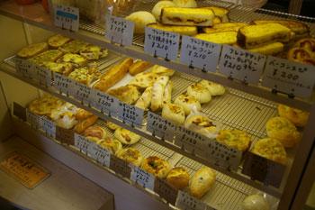 大船にあるおいしいパン屋さん「tekkona(テッコナ)」の店内