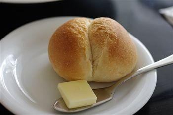 横浜ベイクォーターのレストラン「サンスコロニアルビーチ」のパン